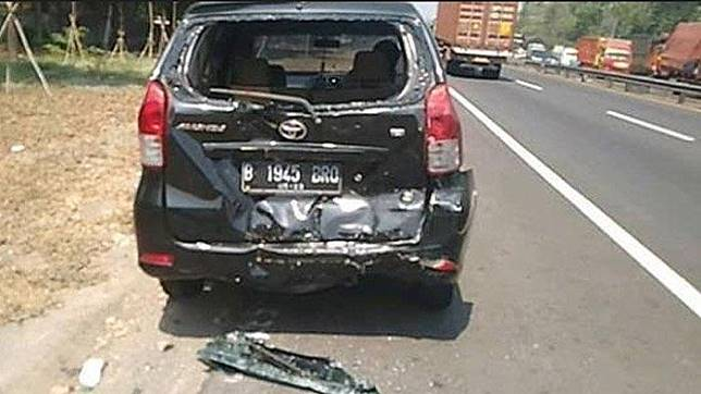 Kondisi Toyota Avanza yang menjadi salah satu korban kecelakan karambol di Tol Sidoarjo