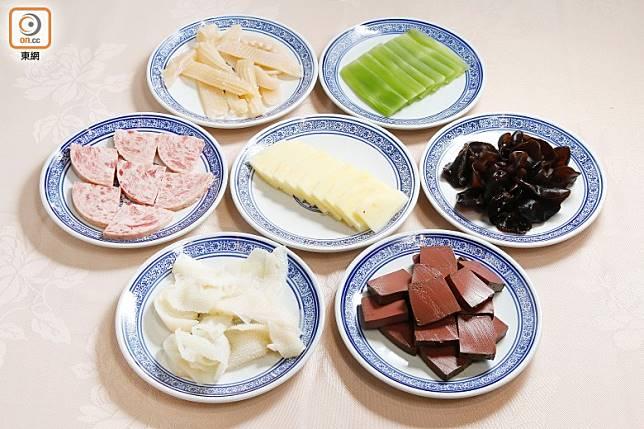 毛血旺其實就像打邊爐,所以食材可隨意配搭,但鴨血或豬紅卻不可或缺。(郭凱敏攝)