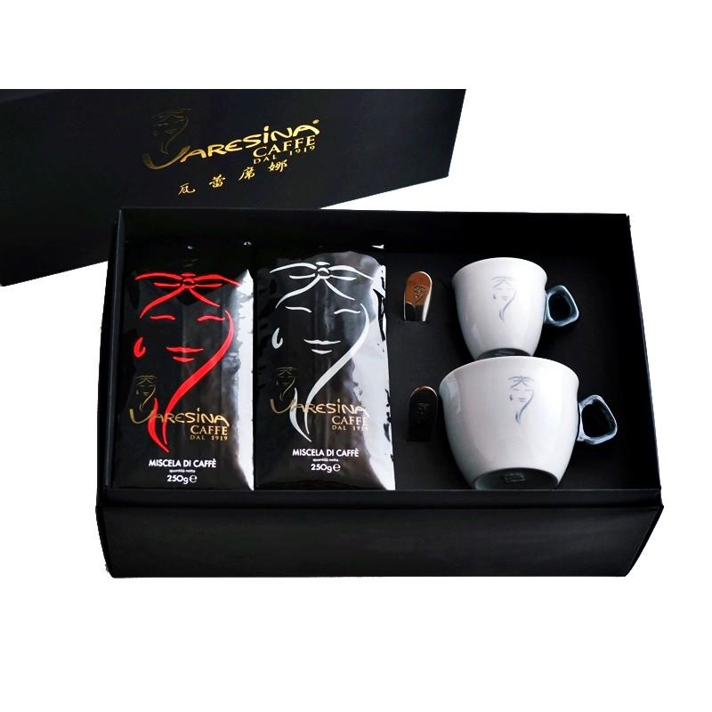 大小咖精裝禮盒內含:2包Varesina Caffè 250g咖啡豆(咖啡豆請於規格選項中挑選搭配)1套Varesina Caffè 74cc Espresso咖啡杯盤(由義大利陶瓷咖啡杯盤知名廠牌I