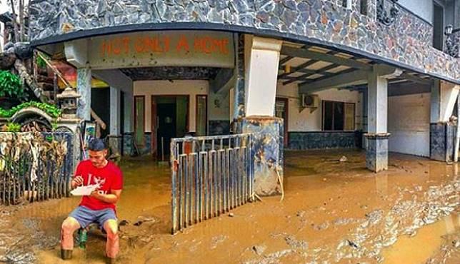 Kondisi rumah Kevin Andrean di Vina Nusa Indah 2, Bogor, Jawa Barat, yang terendam banjir setinggi 4 meter pada Rabu, 1 Januari 2020. Instagram kev_andrean