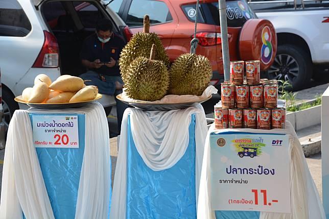 """พาณิชย์""""คิกออฟลุยกระจายผลไม้ถึงผู้ซื้อ หวั่นล้นตลาด ราคาตก"""