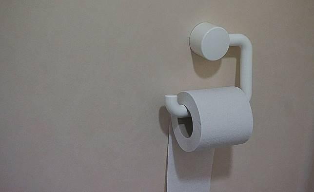Tisu toilet selalu berwarna putih