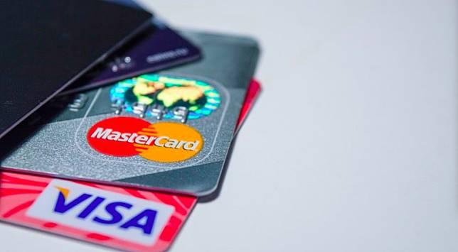 ▲信用卡和郵局 visa 卡。(圖/取自 pixabay )
