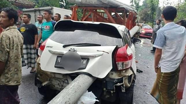 Kecelakaan Toyota Yaris di Lumajang. (Facebook/Maju jaya)