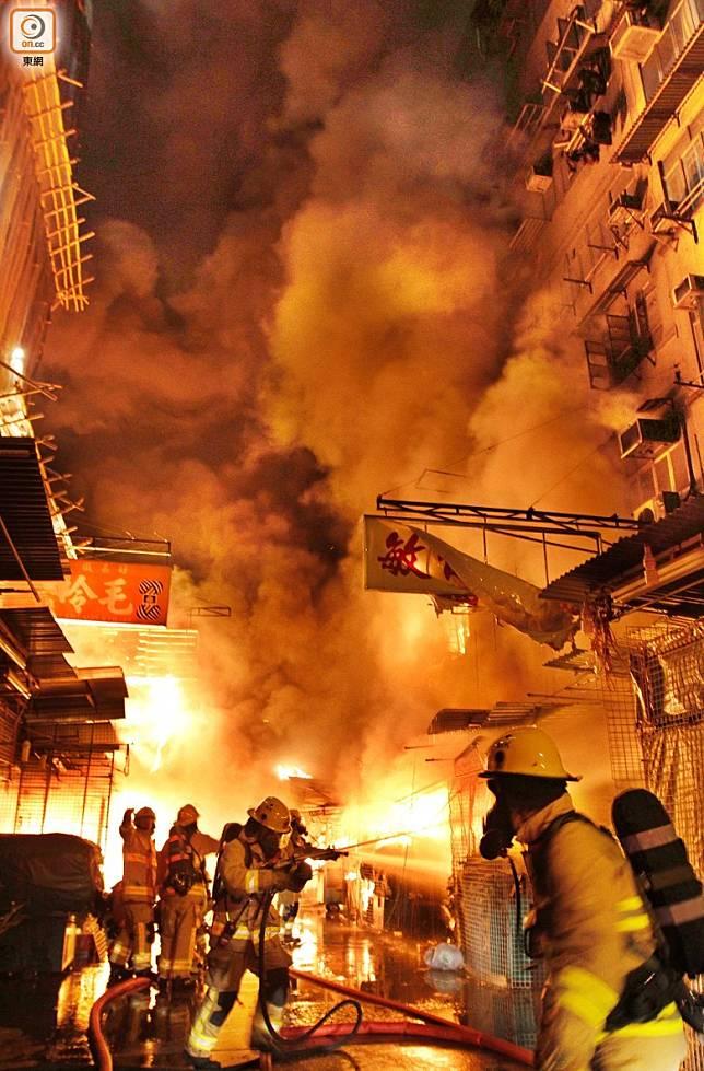 花園街於2011年發生4級火警,火勢波及附近2座唐樓,造成9人死亡。