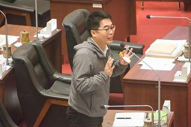 韓爆遭國家機器追蹤座車 綠議員「光速」幫報案