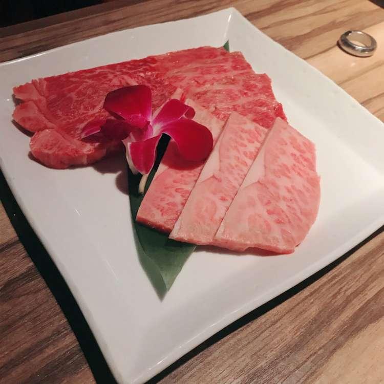 新宿区周辺で多くのユーザーに人気が高い焼肉新宿 ますおの極コースの写真