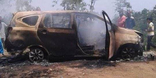 2 Mayat Hangus dalam Mobil Terbakar. ©2019 Merdeka.com