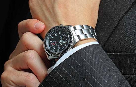 Alasan Kenapa Pria HARUS Memakai Jam Tangan