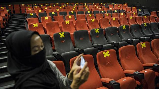 Suasana simulasi pembukaan dan peninjauan tempat hiburan bioskop CGV Cinemas di Bandung Electronic Center (BEC), Bandung, Jawa Barat, Kamis (9/7). [ANTARA FOTO/M Agung Rajasa]
