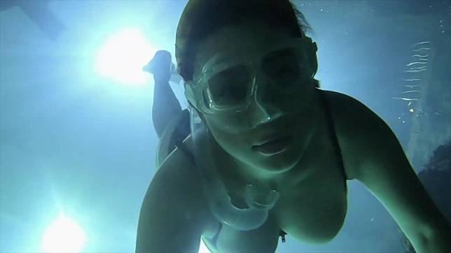 佢已經去到潛水嘅極致~講嘅唔係佢潛水技術,你懂的!