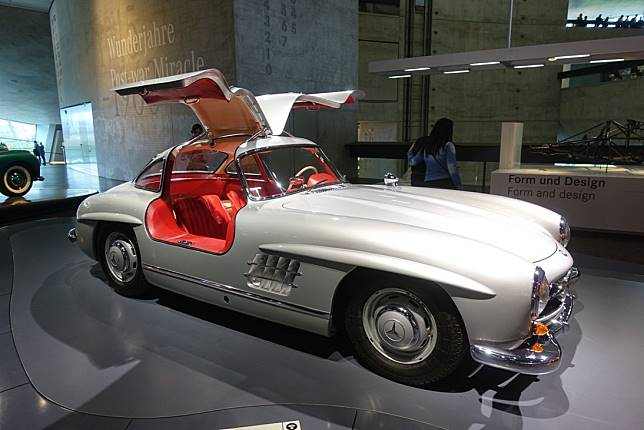 Mercedes-Benz 300 SL Coupe milik Mercedes-Benz Museum, Jerman