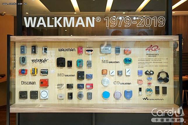 搭上「想見你」熱潮,從日本引進近50款Walkman復古機種在遠百信義旗艦店展出(圖/Sony 提供)