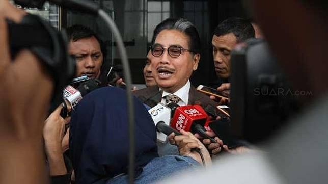 Pengacara Hotma Sitompul menjalani pemeriksaan di gedung KPK, Jakarta, Rabu (8/11).