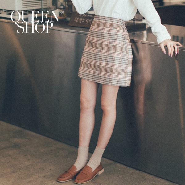 後腰鬆緊設計 貼心的褲子內裡 穿著短裙也能很安心 搭配字母T或襯衫 休閒正式風格隨心所欲