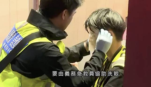 Hong Kong police defend pepper spray tactics at Mong Kok protest after 'misfire' at journalists