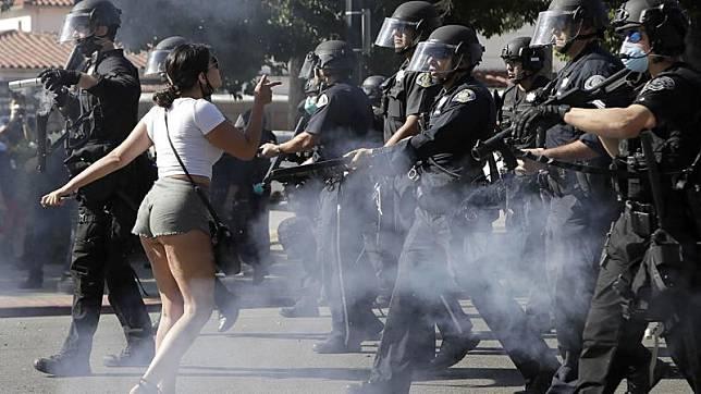 ▲聖荷西,警方試圖驅趕示威者。(圖/翻攝自 ABC7 San Francisco )