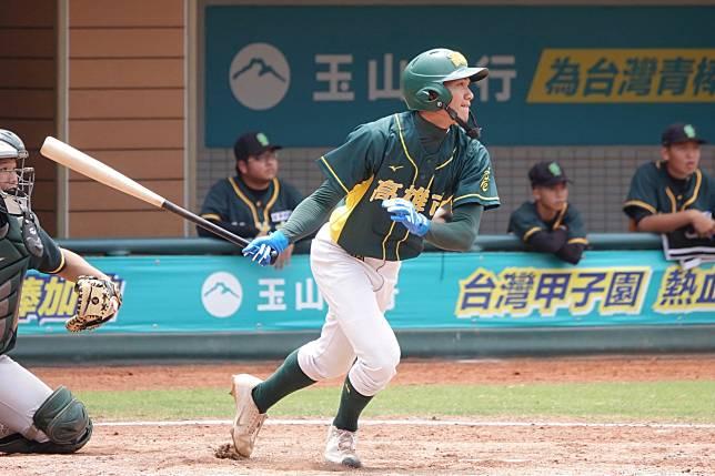 玉山盃全國青棒錦標賽,林家鋐代打二壘安打敲回勝利打點。記者蘇志畬/攝影
