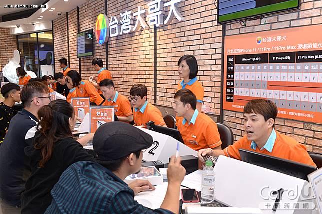 4G用戶以中華電信達1060萬戶最高,而台灣大哥大略減2萬戶至722萬戶排第二(圖/卡優新聞網)