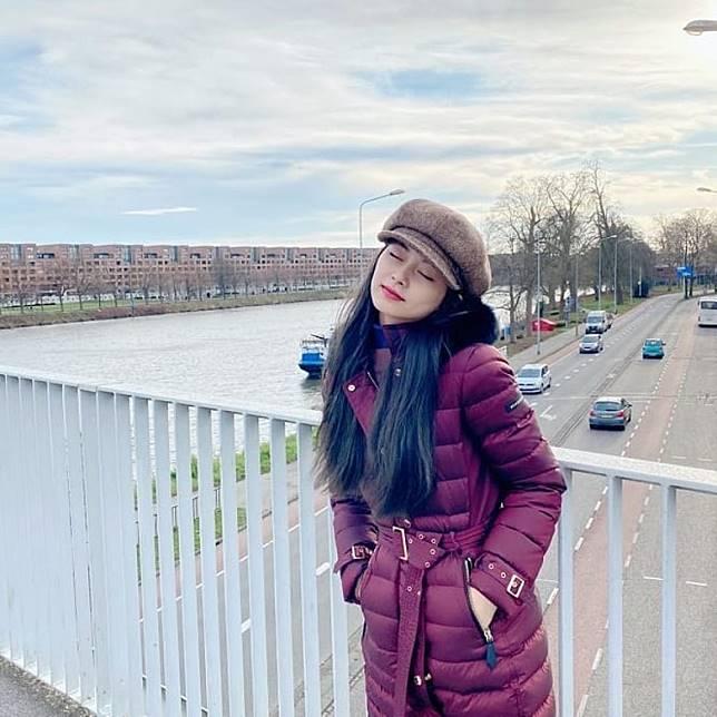 周子瑜最近與家人外遊。