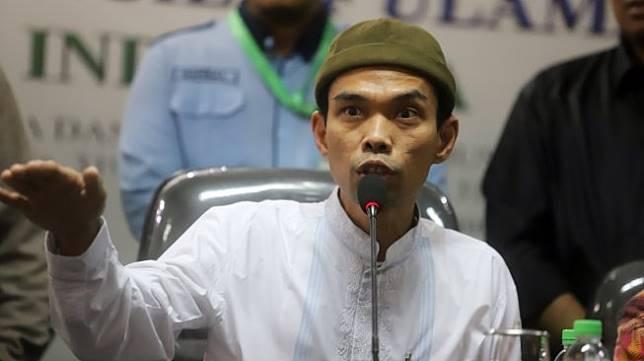 Ustaz Abdul Somad memberikan keterangan pers di Kantor MUI, Jakarta, Rabu (21/8). [Suara.com/Arya Manggala]