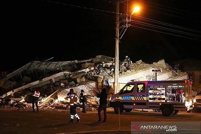 Sedikitnya 20 tewas dalam gempa yang mengguncang Turki timur