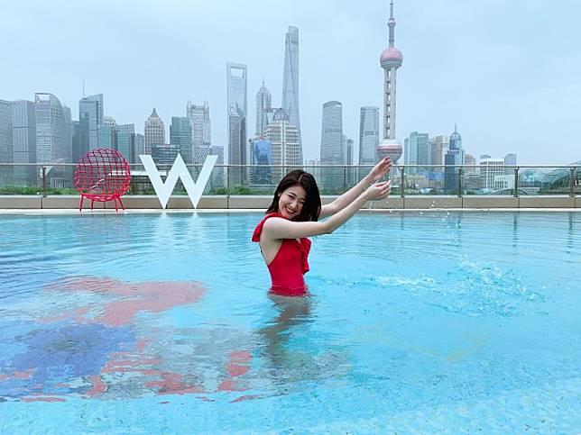 唔少時間都留喺酒店泳池鬆一鬆。