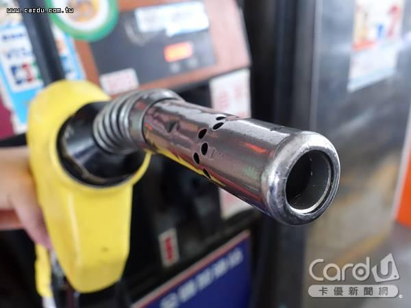 汽油價格連2週上揚,累積3月以來每公升已漲價1元,開車族可趁子夜前趕緊把油箱加滿(圖/卡優新聞網)