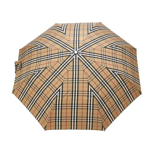 With the Trafalgar Square umbrella, rain won't stop men's days. A pattern to which Burberry has the