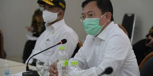 Menkes Terawan dampingi Menteri PMK Muhadjir Effendy kunjungi RSHS Bandung. ©2020 Merdeka.com