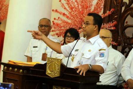 Jakarta Governor Anies Baswedan (right) speaks at a press conference on reclamation projects in Jakarta Bay at City Hall in Jakarta on Sept. 26, 2018.