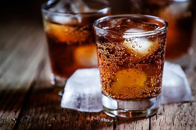 ผลวิจัยชี้!! ดื่มน้ำหวาน น้ำผลไม้ น้ำอัดลม เพิ่มความเสี่ยงเป็นโรคมะเร็ง