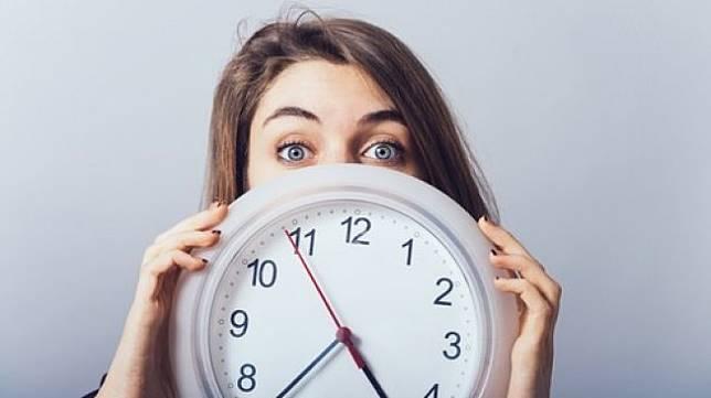 Ilustrasi waktu berjalan cepat. (Shutterstock)