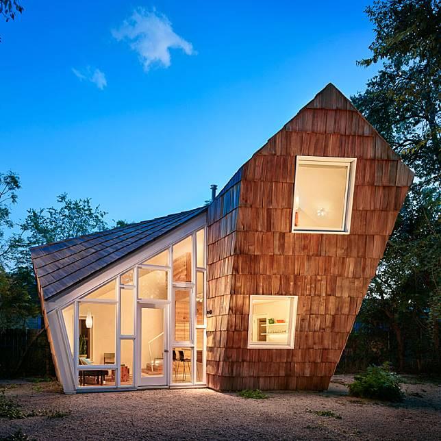 small-modern-cabin-apartment-shingles-architecture-091018-1241-01