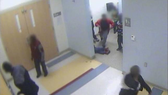 Aksi bully terekam di CCTV sekolah. Korban yang masih SD bunuh diri.