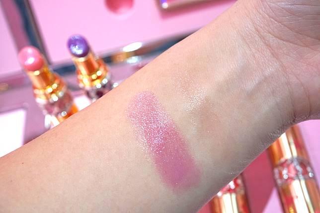 淡淡的顏色加上閃粉,單用或配合常用唇膏使用都適合。