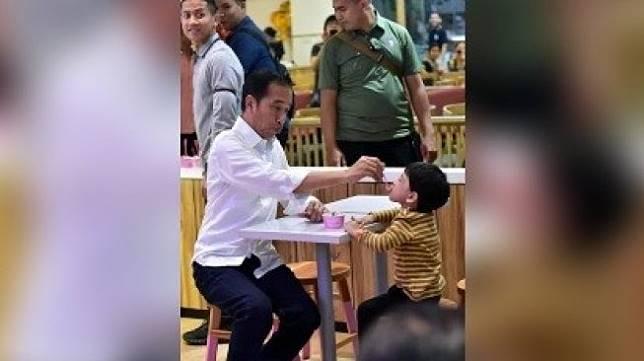 Aksi Presiden Jokowi dan cucunya Jan Ethes. [Twitter]