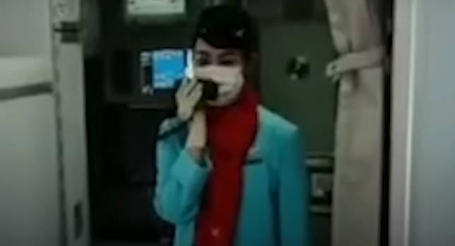 VIRAL video seorang pramugari mengucapkan terima kasih kepada tenaga medis yang ada dalam maskapainya.*