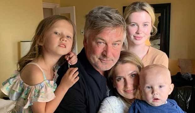 Anak Unggah Foto Bugil di Instagram, Alec Baldwin Langsung Protes