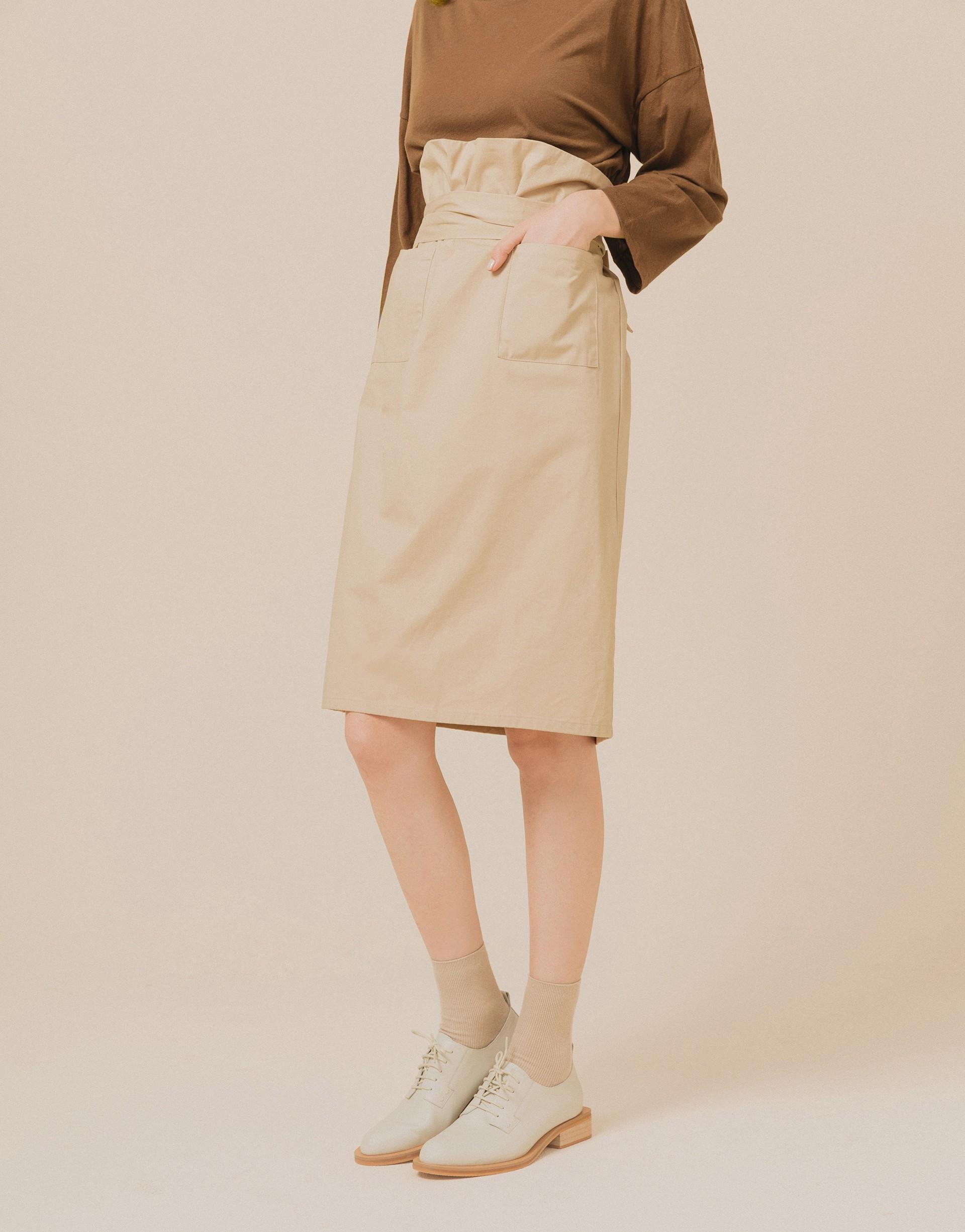 花苞裙款式/後中做鬆緊帶/前有兩個貼口袋/兩側綁帶固定不可拆/有內裡