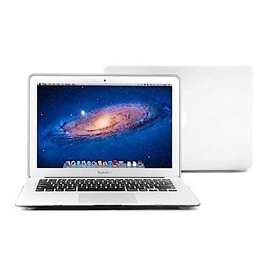 保護MacBook 表面不刮傷透明亮面塑膠保護殼底部散熱孔設計完整包覆,四邊卡榫設計側邊預留孔位