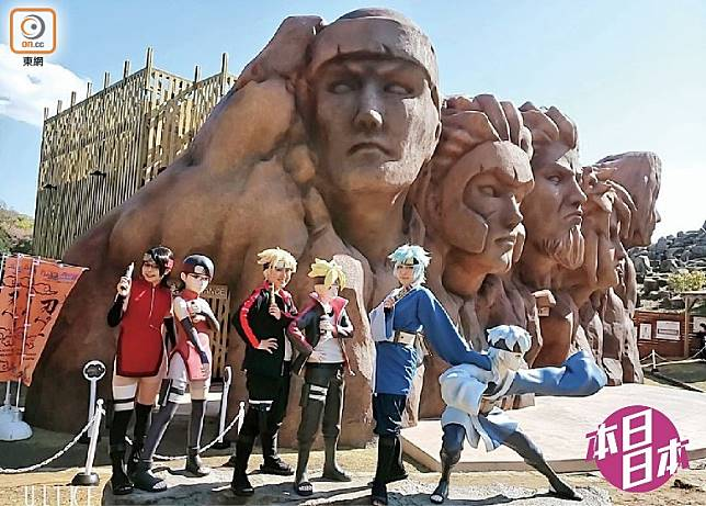 木之葉忍村地標歷代火影雕像,也化成10米高實體於園內重現。(互聯網)
