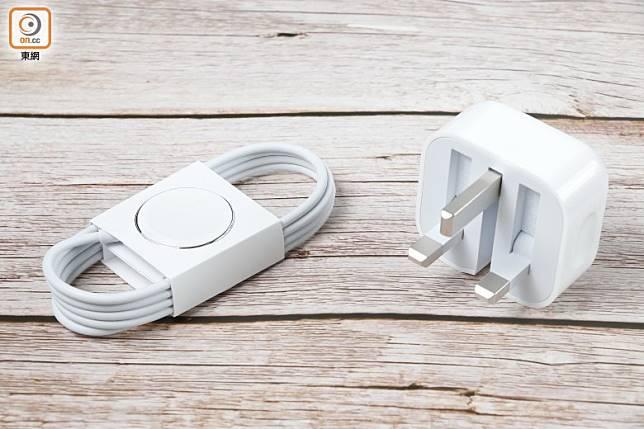 附有磁力充電線及USB電源轉換器。(莫文俊攝)