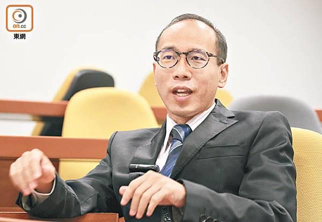 陳偉強認為政府現已成為「落閘政府」,把管治權拱手相讓。