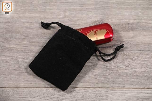 附設有便攜袋,帶出街用時就更方便了。(蔡浩文攝)
