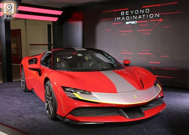 擁有近1,000匹馬力的Ferrari SF90 Stradale插電式混合動力超級跑車,堪稱是法拉利史上最強之作。(張錦昌攝)