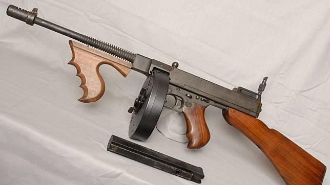 Thompson Resmi Menjadi Senjata Free Fire Terbaru di Patch Mendatang!