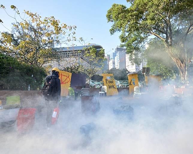 警方連日來在加士居道及佐敦道一帶狂放催淚彈,令附近的伊利沙伯醫院被波及。 資料圖片