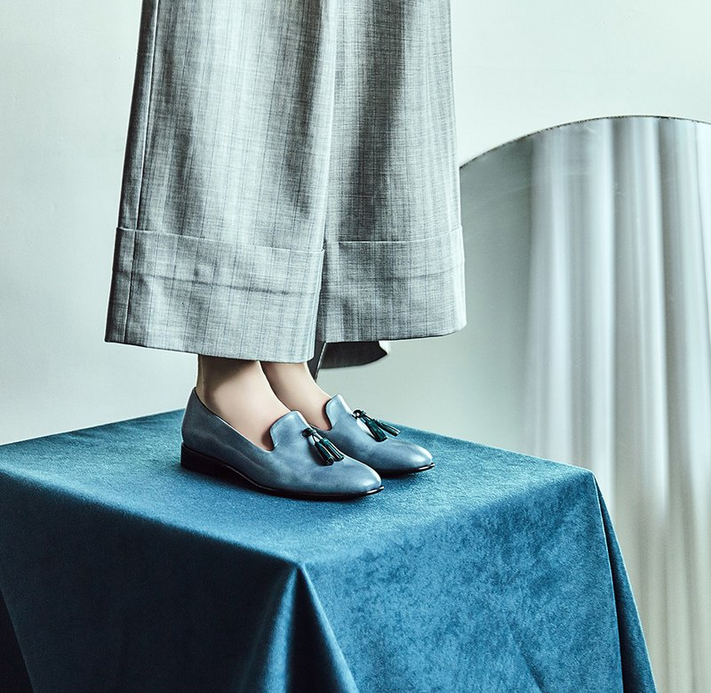 HTHREE 流蘇樂福鞋 /墨灰 /平底 / Tassel Loafer 此商品為「接單訂製」,在付款後才開始製作,平均需等候30個製作天(不包含假日)