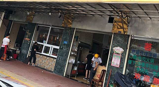 位於汕頭舊區隱蔽街尾的一間逾50年歷史老店,專門供應全手工製作的牛丸粿條。(作者提供)